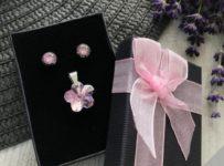 Súťaž o fialový set šperkov z chirurgickej ocele