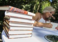 Súťaž o 3 knihy Láska dvoch svetovLáska dvoch svetov s venovaním autorky