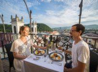 Súťaž o romantickú večeru pre 2 osoby na šikmej veži v Banskej Bystrici