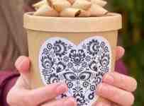 Súťaž o dózu s medovo - medovkovými cukríkmi s folklórnym motívom